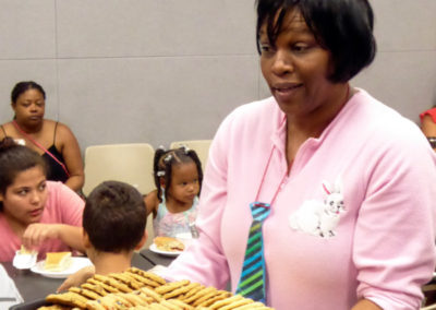 Djuina serving cookies