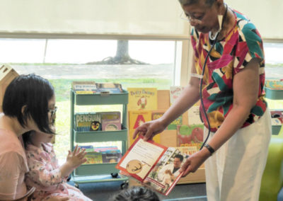 Monique showing book to kids 1