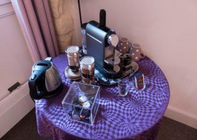 Villa Violet_La Suite_cour_coffee set-up